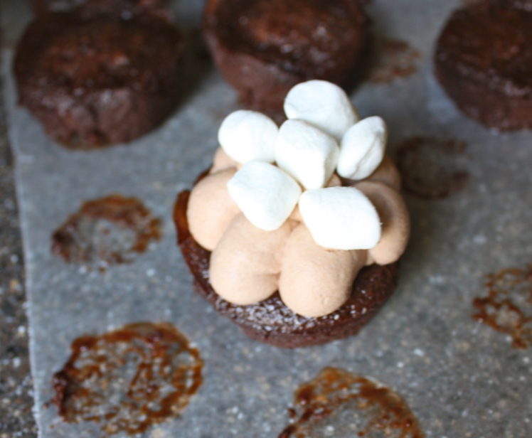 Hot Cocoa Brownie Bites