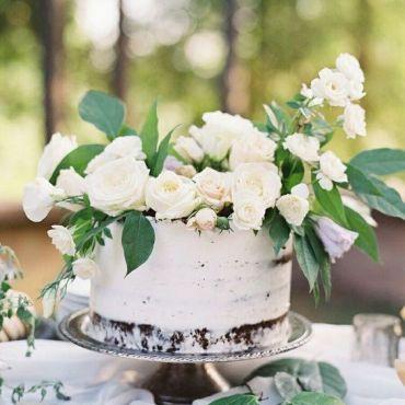Wedding Inspiration: Petite Cakes + Grand Florals