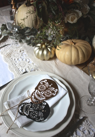 Simple Black Halloween Details & Place Setting 101 : Casual Table   Dreamery Events