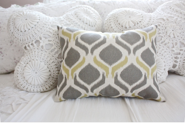 """The Easiest """"No Sew"""" Pillow Cover Ever 